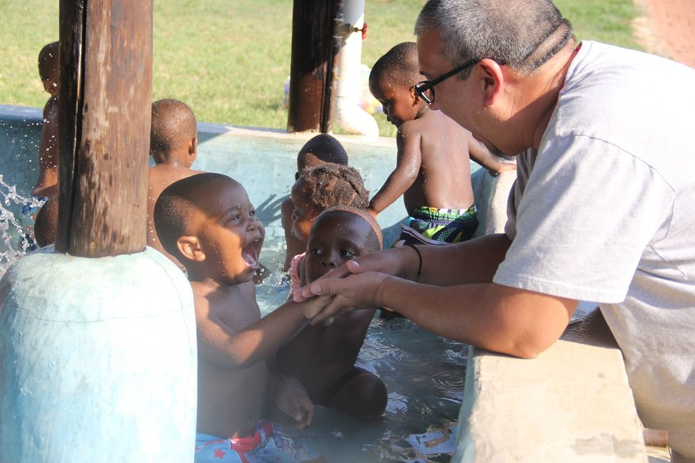Chris Tvisonno from The Village Christian Church in MInooka, IL travelled to Swaziland, Africa to help orphans